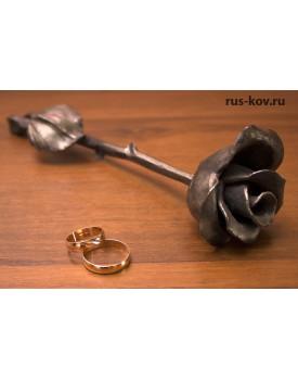 Цельно кованая роза